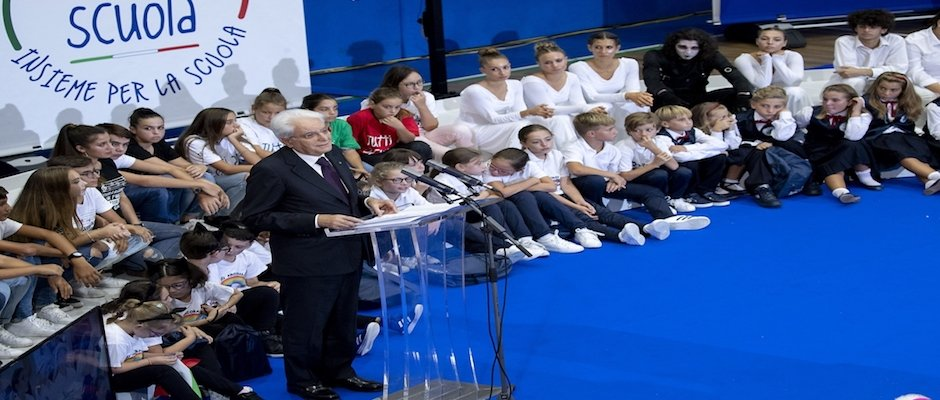 Il Presidente Mattarella e il Ministro Bussetti all'Isola d'Elba «La scuola è l'oggi che prepara il domani, è un patrimonio comune e come tale va curato»